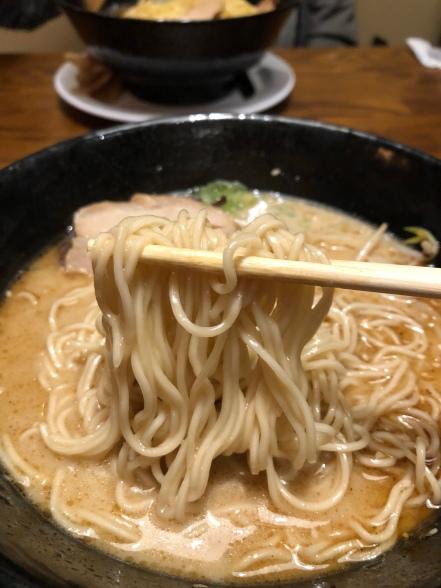 Tonkotsu- thin noodles